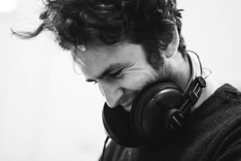 Najlepsze słuchawki do muzyki techno – na czym słuchać elektroniki?